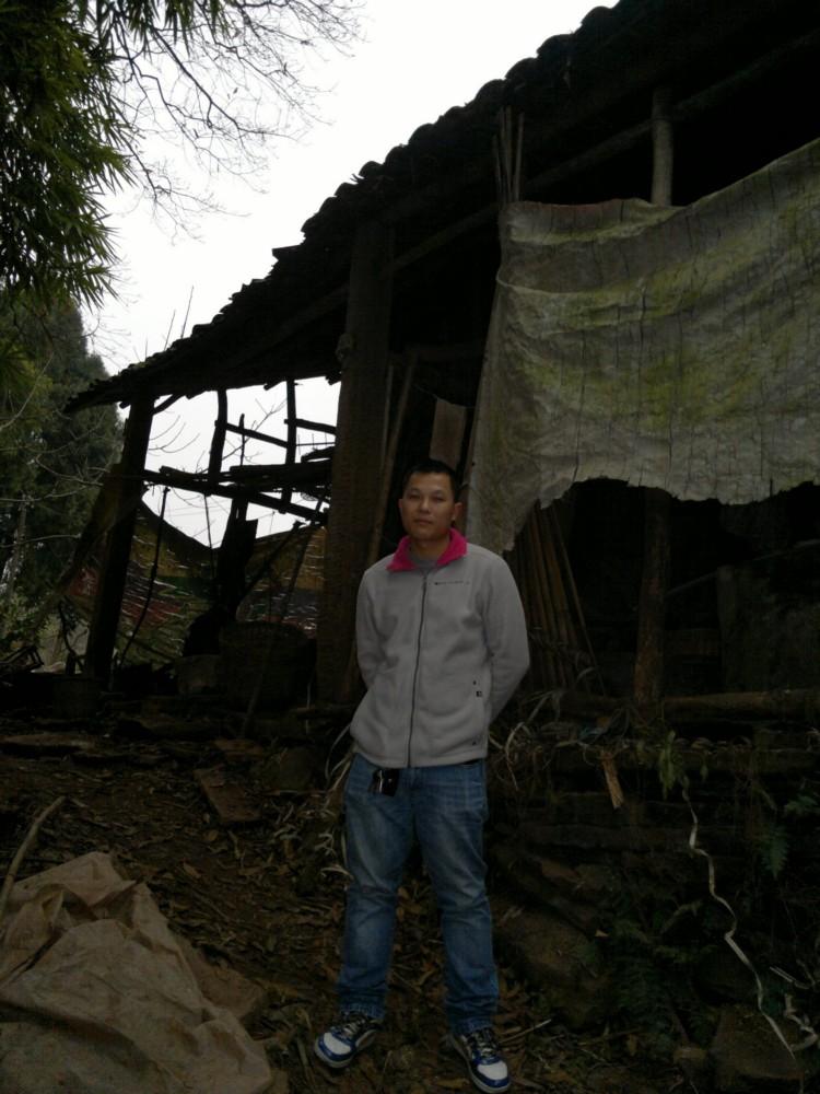 出生在这贫穷的龙王村13组