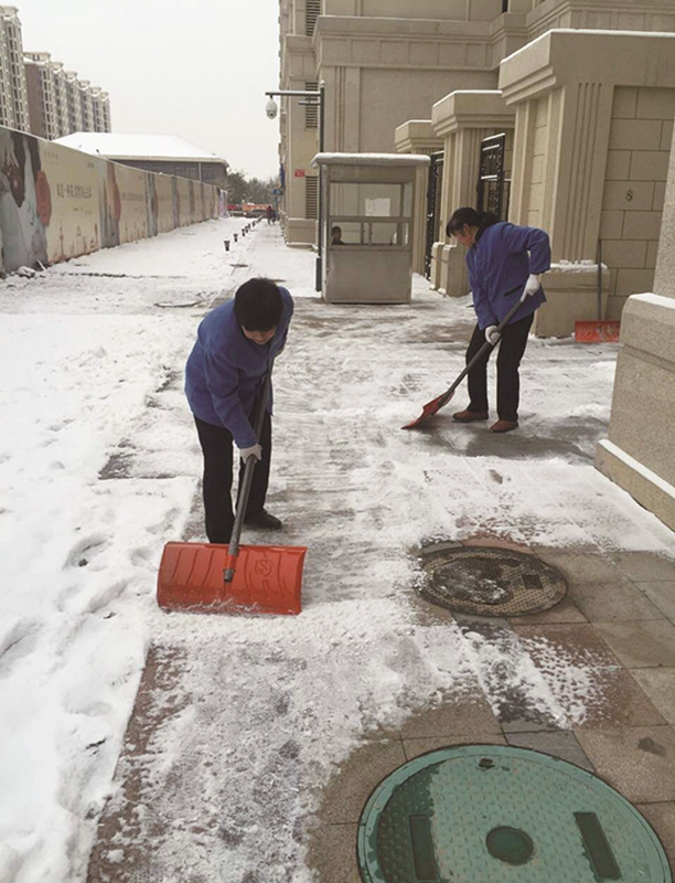 一线保洁官方扫雪场景