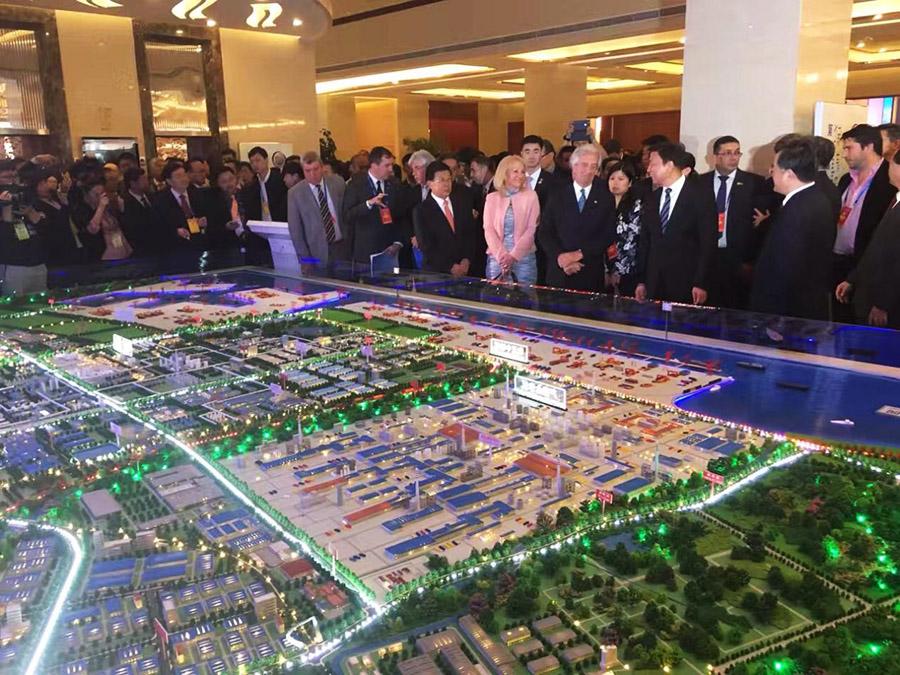 国家副主席李源潮参观我公司赞助的中国(乐亭)拉美产业园展区