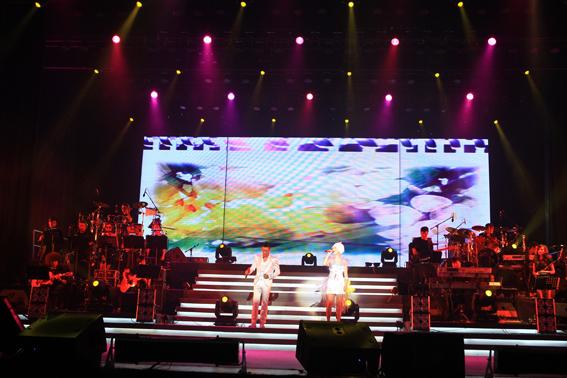 """凤凰传奇""""荷塘月色""""——2010北京演唱会"""