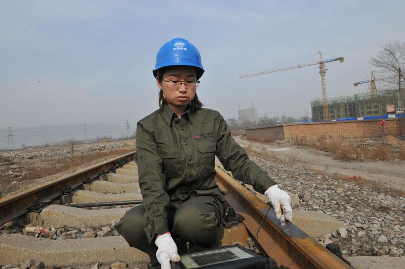 專用在役鋼軌接頭焊縫(以下簡稱在役焊縫)超聲波探傷設備。