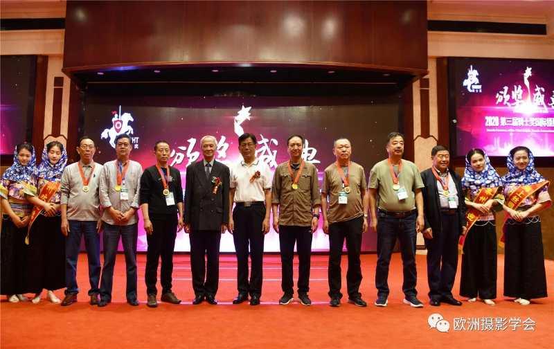 中国前驻匈牙利大使、现任中国人民对外友好协会中匈友协会长朱祖寿等嘉宾出席并为获奖作者颁奖