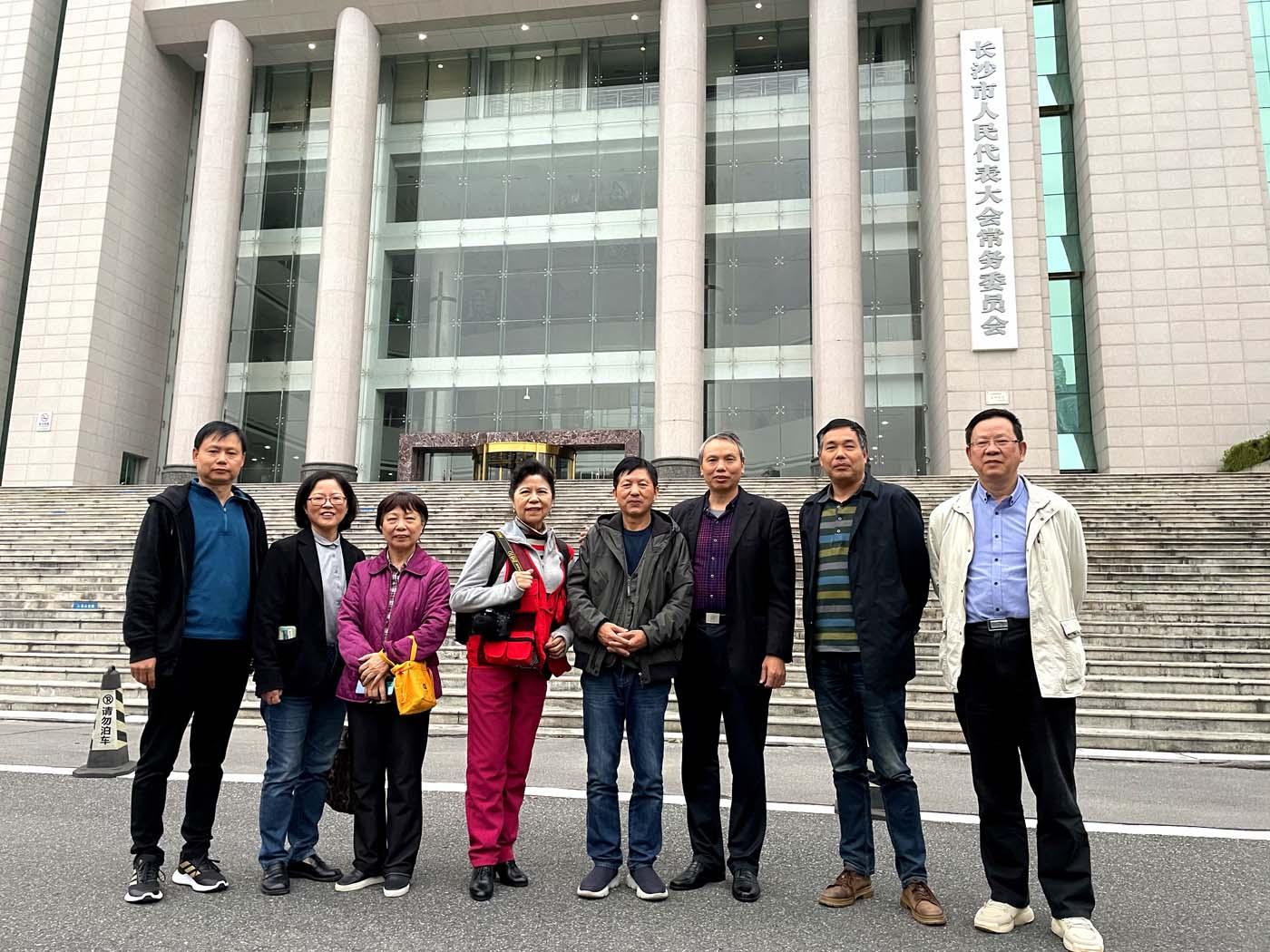 邓尚喜主席应邀走进长沙市人大常委会机关,为这里的影友传授摄影知识