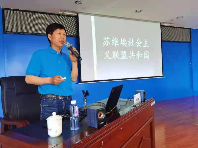 6月10日,邓尚喜主席应邀为国电电力宁夏新能源开发有限公司员工讲述《东欧风云与百年党史》传承红色经典