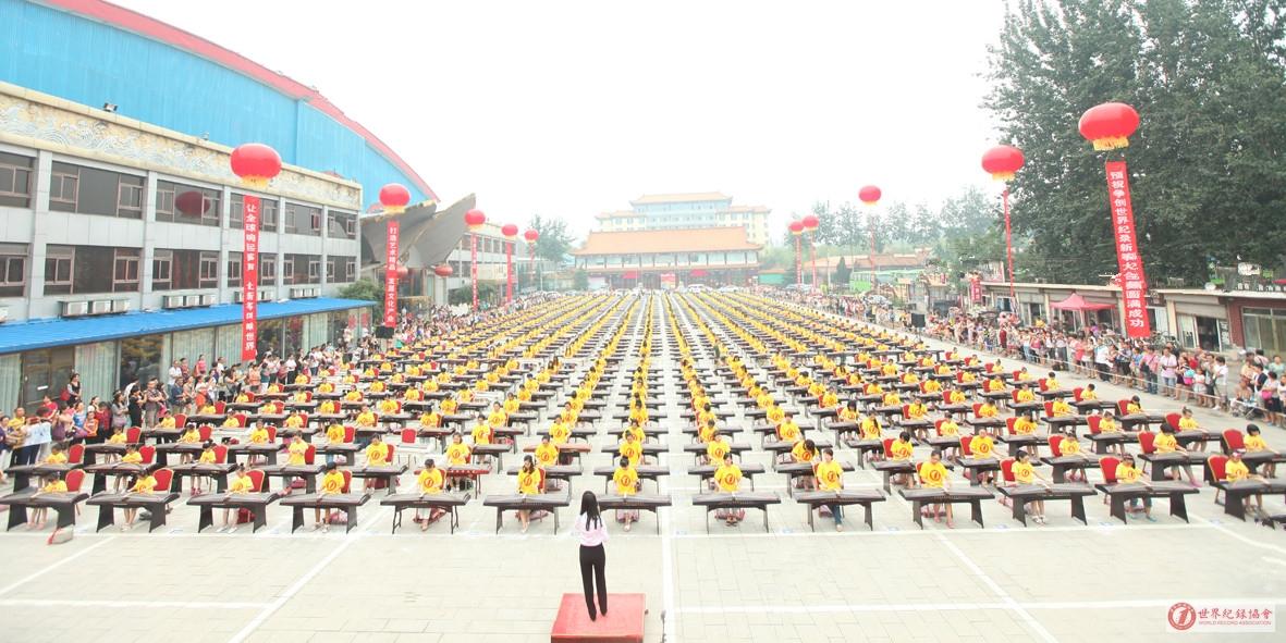 世界上规模最大的新筝大合奏——中国东方乐团组织演出的新筝演奏会