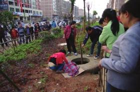 湖南再发井盖吞人事件:2岁男童坠入身亡
