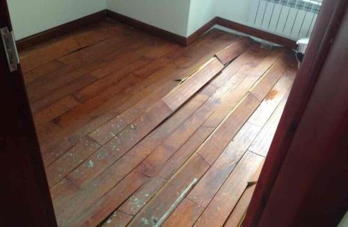 实木地板出现瓦楞形处理