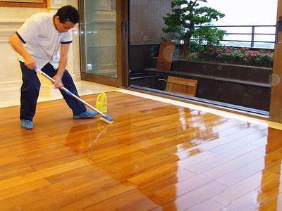如何进行木地板打蜡