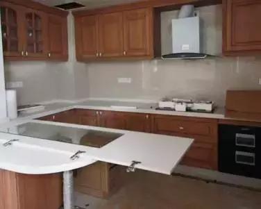 开荒保洁厨房及卫生间清理与除尘