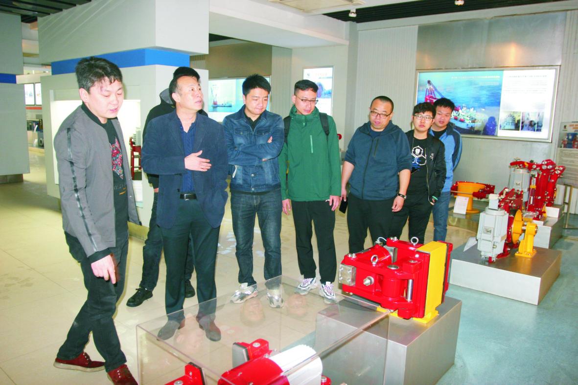 天津港太平洋国际集装箱码头客户一行来 我公司技术交流