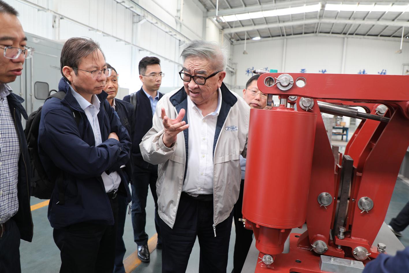 振华重工管总一行见证 水下制动器产品试验