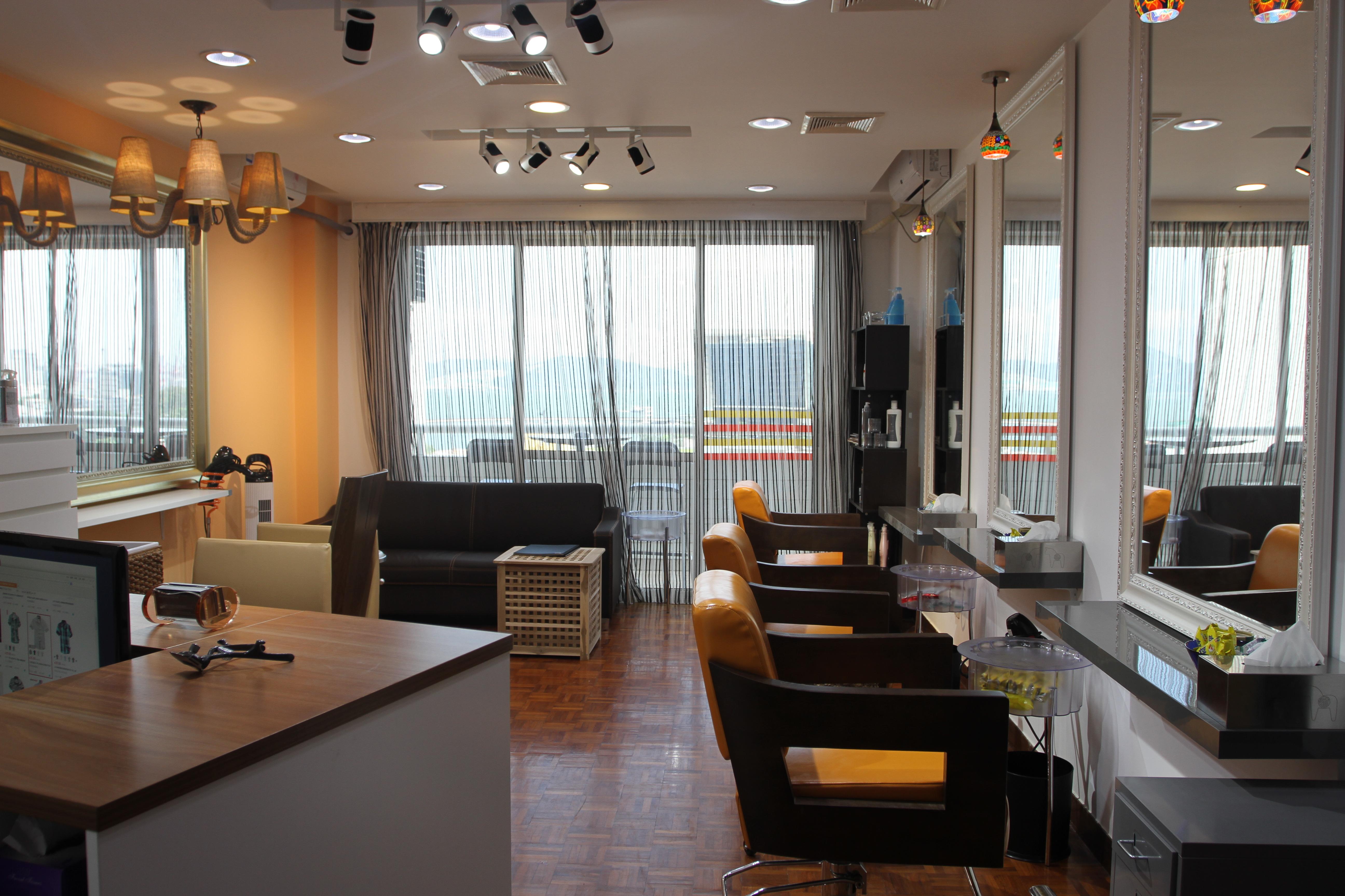 工作室环境-深圳唯思风尚形象设计顾问有限公司