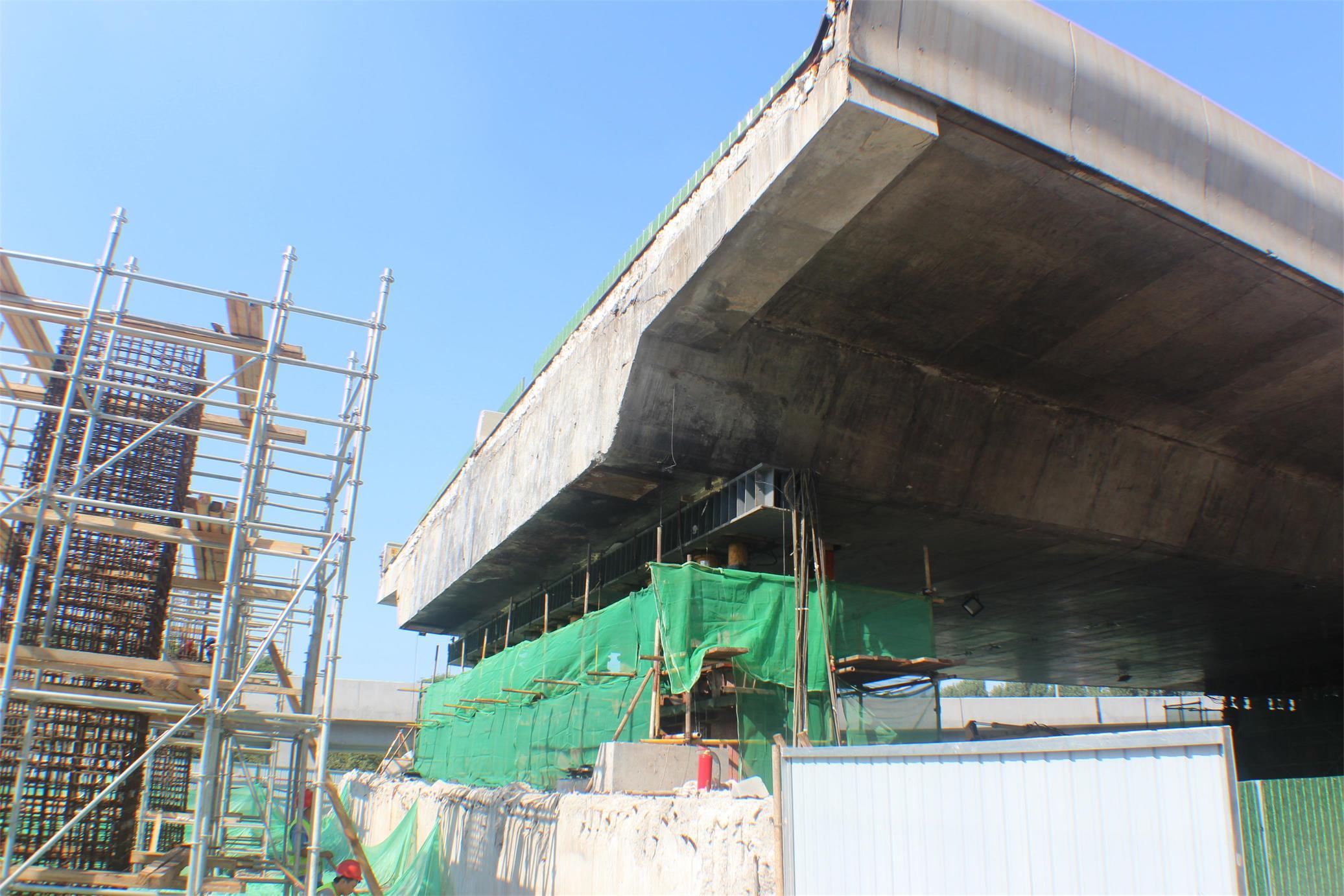 济南市北园大街快速路西延建设工程施工四标段桥梁顶升工程