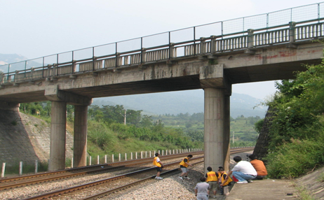 京九鐵路公跨鐵橋梁頂升工程【2009-09-15】