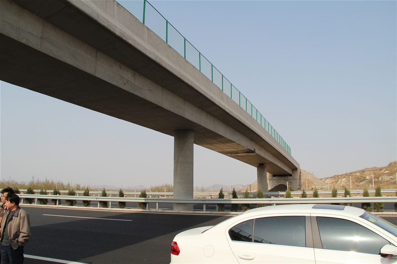青临高速K95+962天桥顶升工程【2013-05-02】