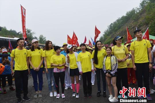 奥运冠军领跑中国迁安国际长城万人徒步大会