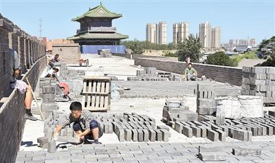 正定古城恢复工程南城墙紧张施工