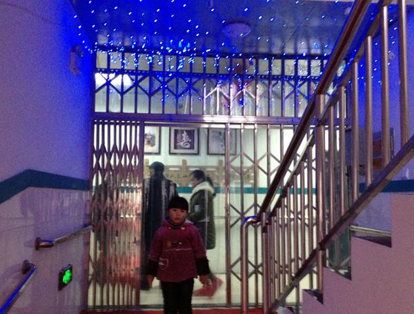 一楼楼梯口