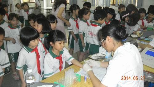 关注学生健康,关爱孩子成长――记小榄镇中心小学学生体检