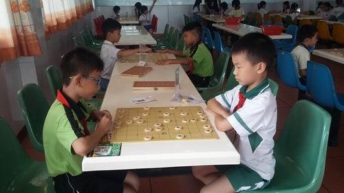 方寸之间,谁与争锋――小榄镇中心小学参加镇中国象棋比赛勇夺团体总分第一名