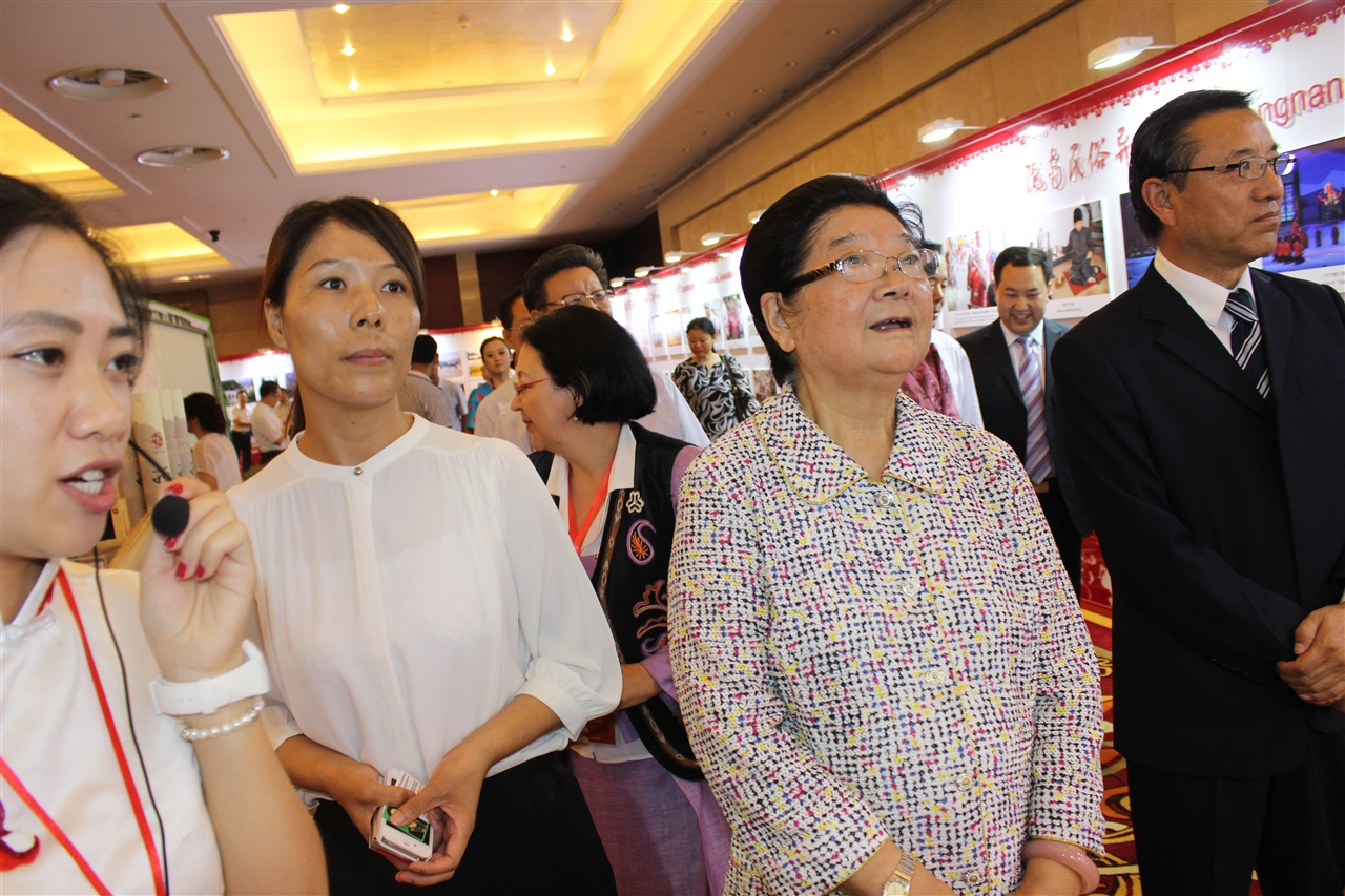 Gu Xiulian, Vice Chairwoman of the Standing Committee of the National People's Congress is Visiting the Exhibition Accompanied by Secretary General