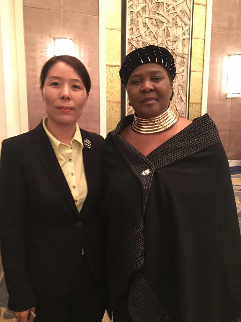 South African Ambassador to China Dolana F. Msimang and Secretary General Cui Jianghong of Cultural Exchange Organization of Presenting China to the World