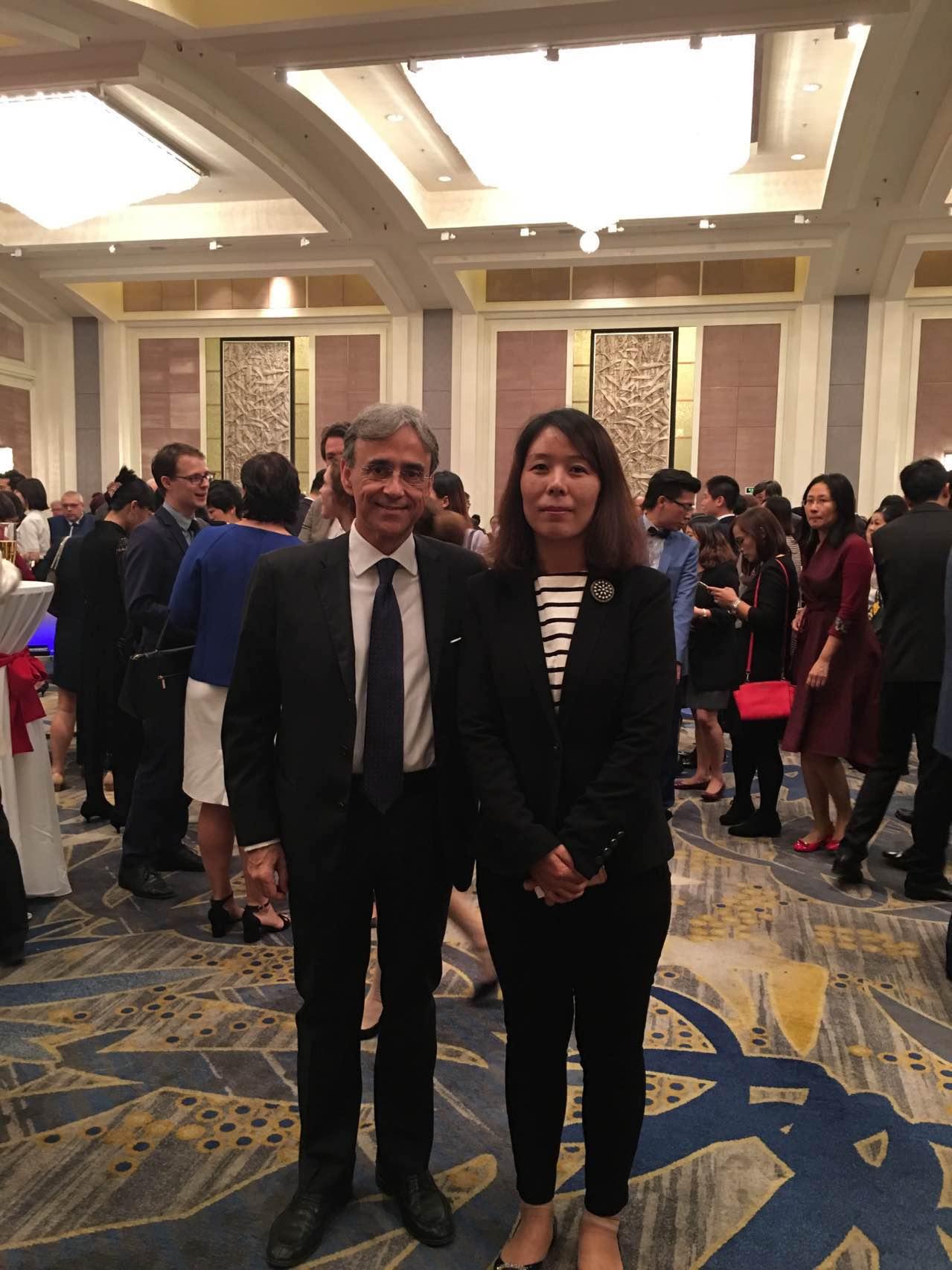 意大利驻华大使谢国谊与组委会秘书长崔江红