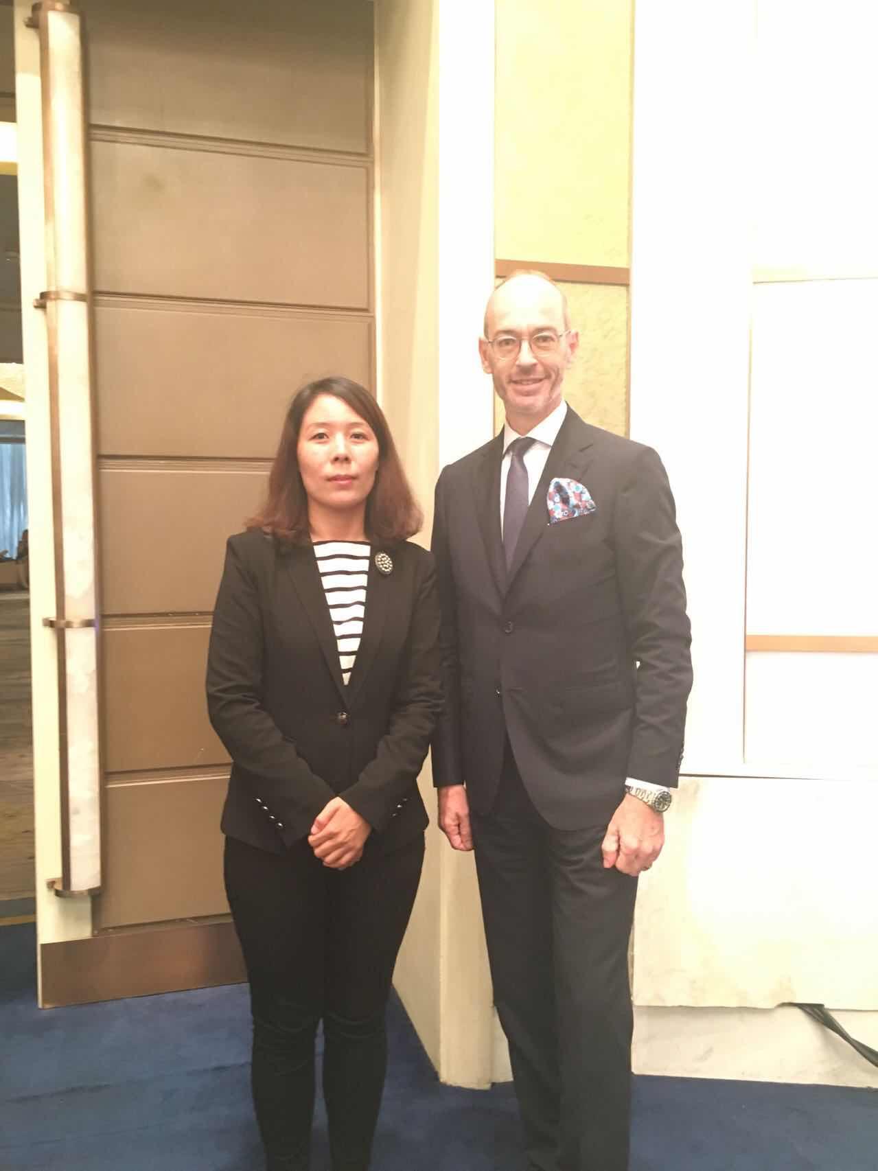 卢森堡驻华大使俞博生阁下与组委会秘书长崔江红女士
