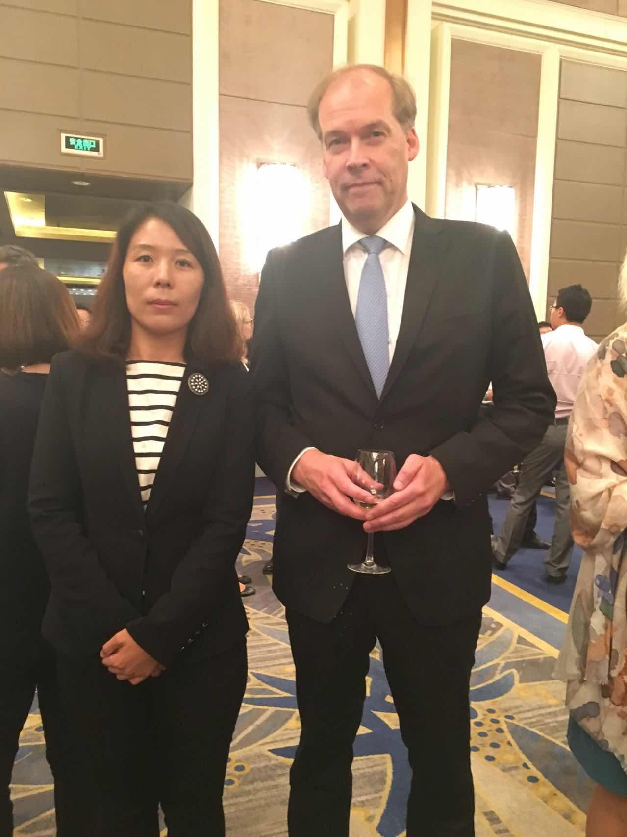 芬兰共和国驻华大使肃海岚阁下与组委会秘书长崔江红女士