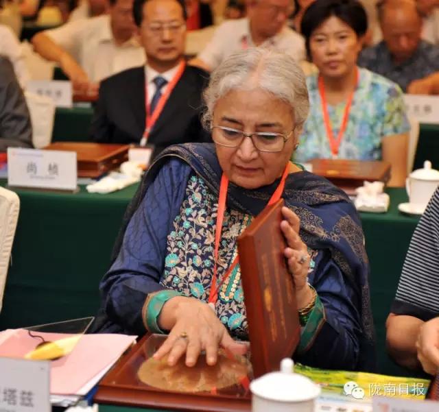 巴基斯坦伊斯兰共和国国家妇女地位委员会主席卡瓦尔·蒙塔兹按手模