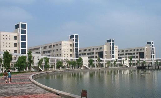 2007年入选为国家示范性高等职业院校,2010年以优秀的成绩通过验收。淄博职业学院组建于2002年7月,是淄博市人民政府主办的一所全日制普通高等学校,建院之初就确立了建设全国一流职业学院的奋斗