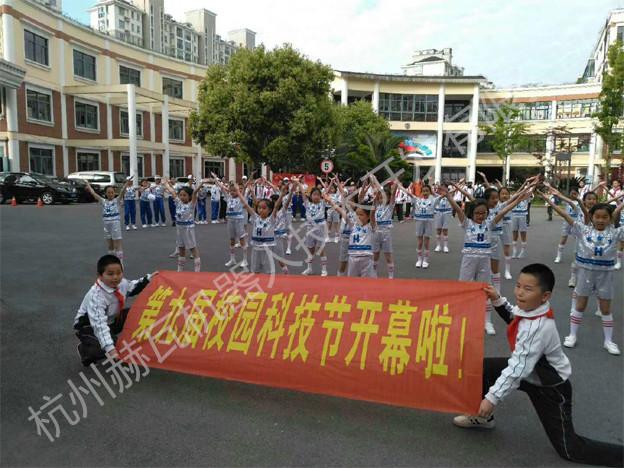 赫瓦机器人小班列队参加上海梓城学校科技节开幕