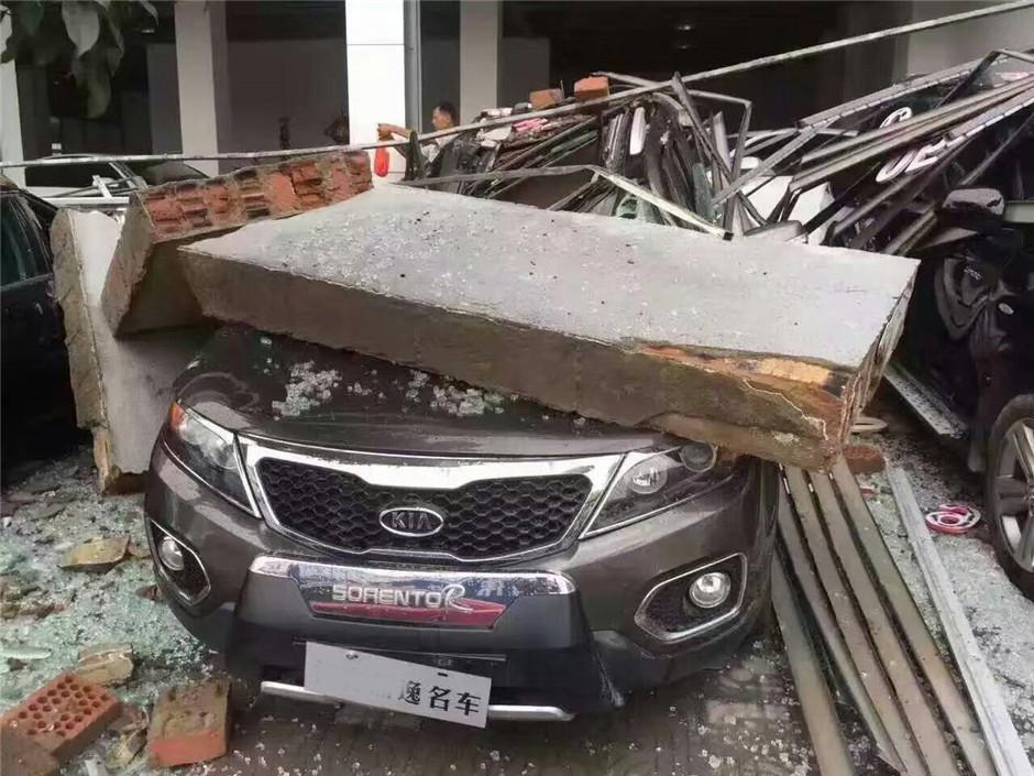 """受台风""""妮妲""""影响,广西桂林车行损失惨重!"""