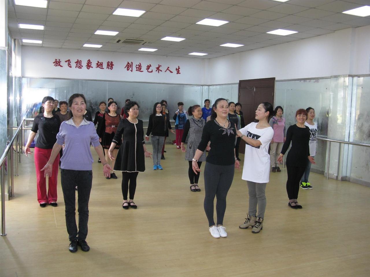 2015年3月30日—4月3日市文化馆深入郊区举办文艺骨干形体培训班