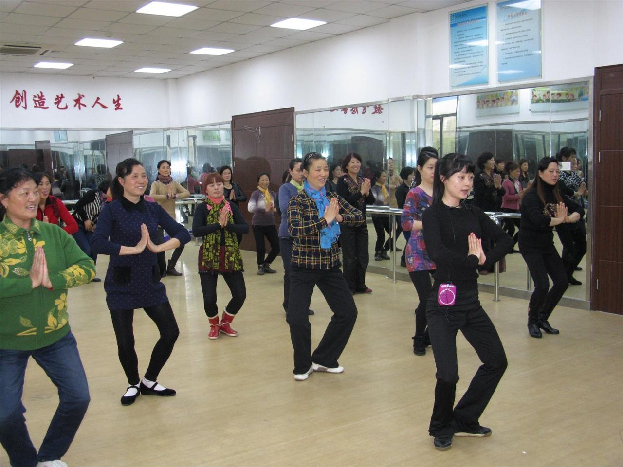 2015年4月7日—10日市文化馆深入郊区举办文艺骨干广场舞培训班