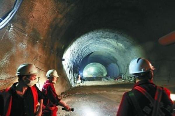 八达岭隧道长城站是如何成为世界最深的高铁站的?