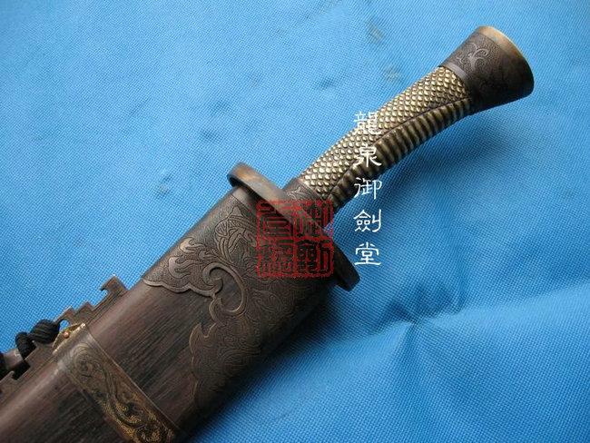 手雕铜柄单刀
