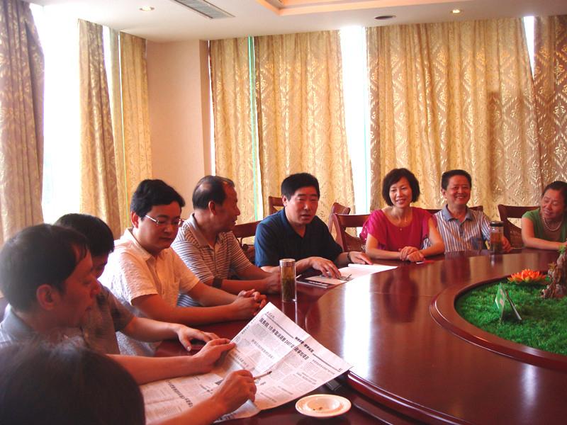 组织党员学习十八大文件