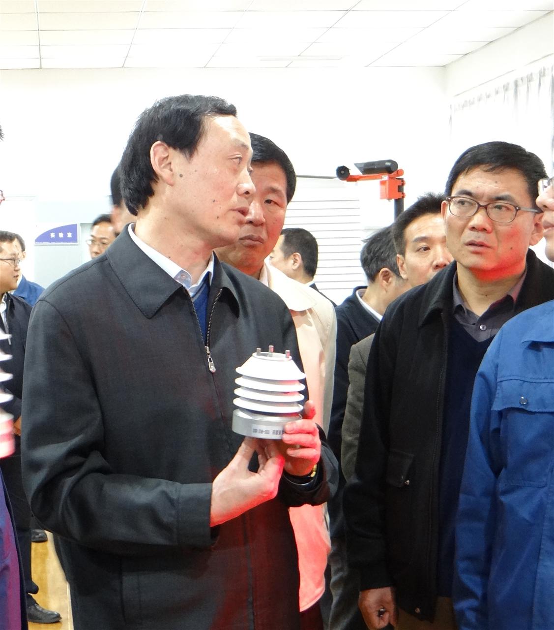 农业部副部长盛赞富景天策设施农业气象监测管控系统