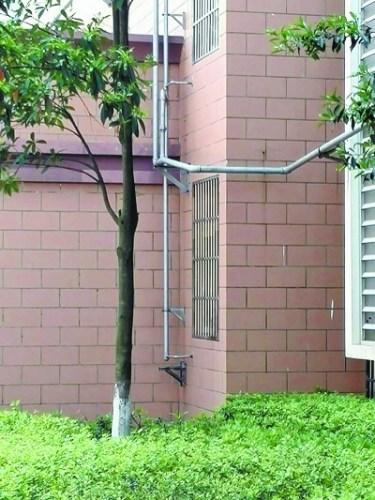 房屋装修阳台拆了没护栏男童15楼坠下奇迹生还