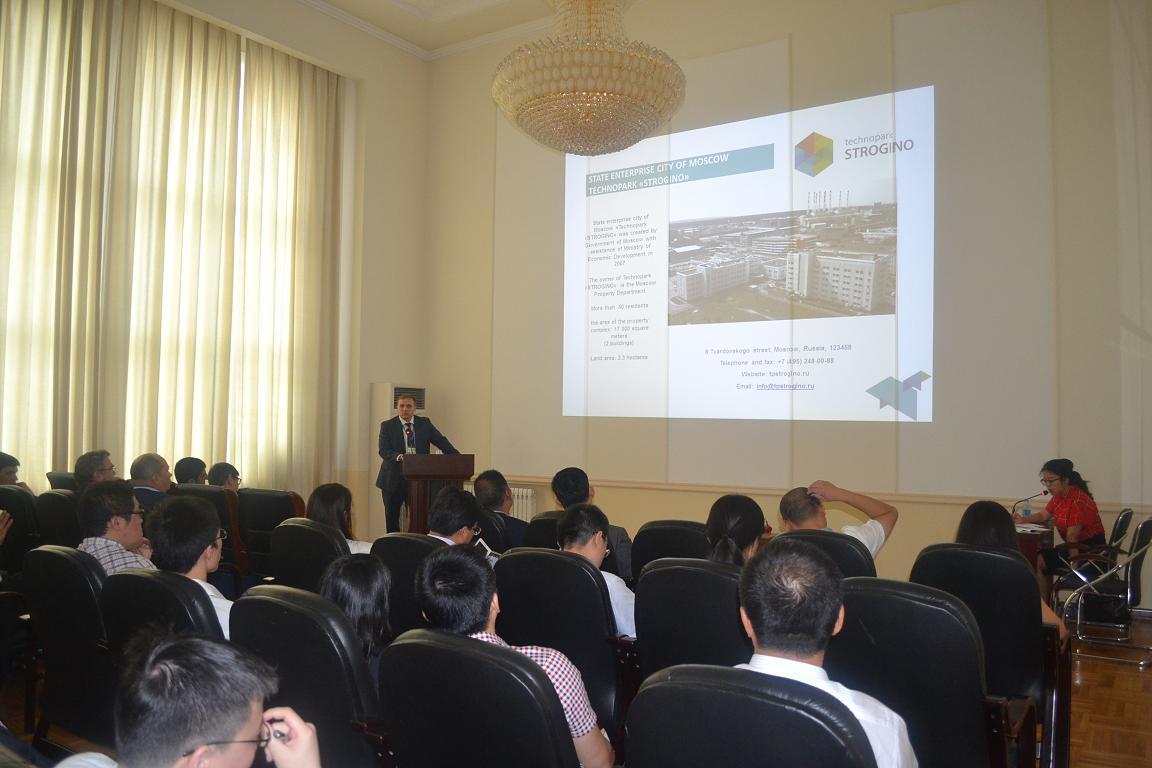部分华商会员参加莫斯科高科技产业发展规划及高新技术产业园推介会