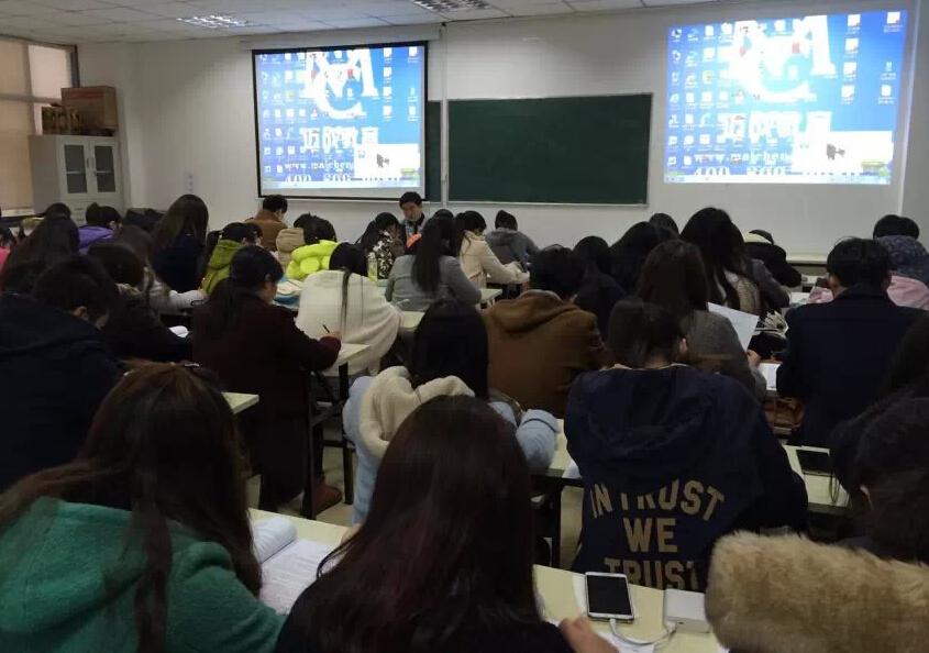 迈成教育江宁校区教室上课现场