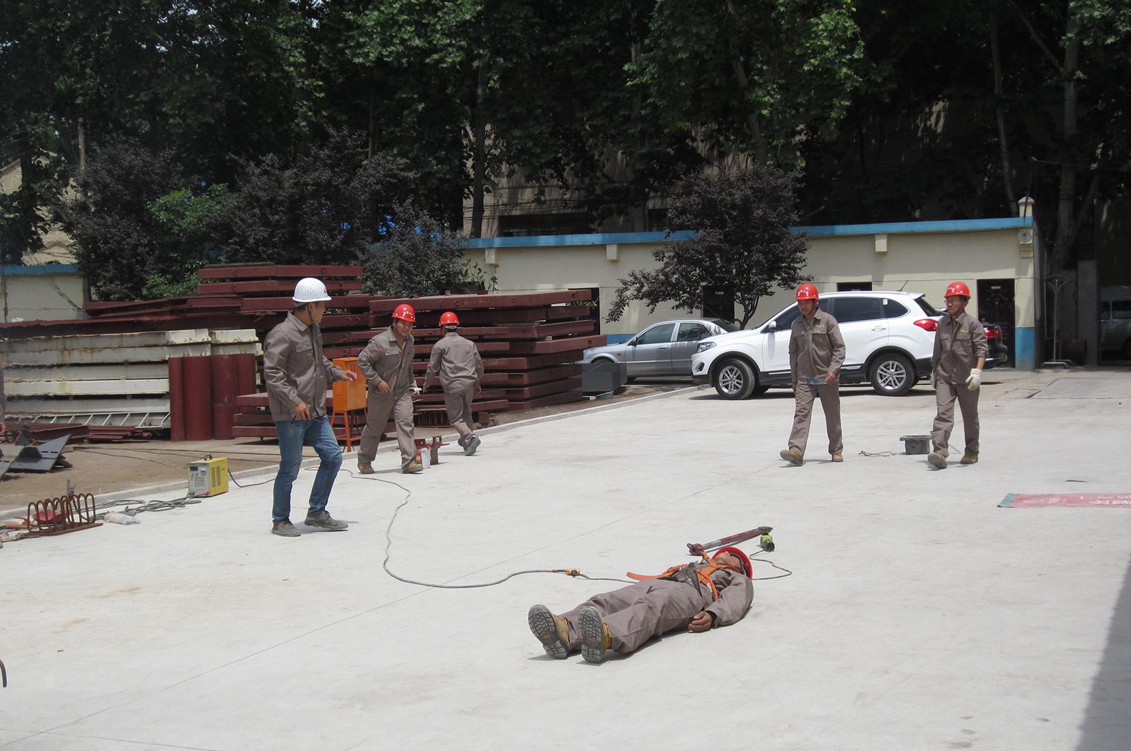 公司地铁项目部举行消防应急救援演练
