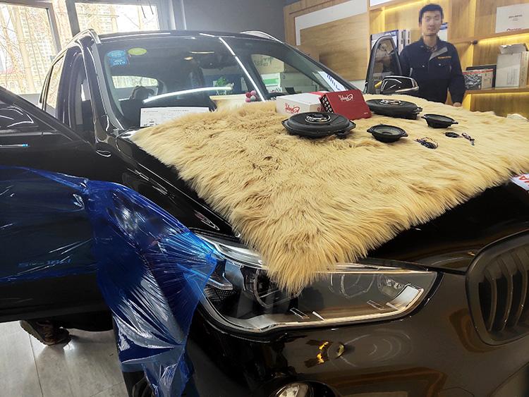 西宁宝马X1音响汽车音响改装升级,西宁精艺精让客户满心期待而来,再满载而归