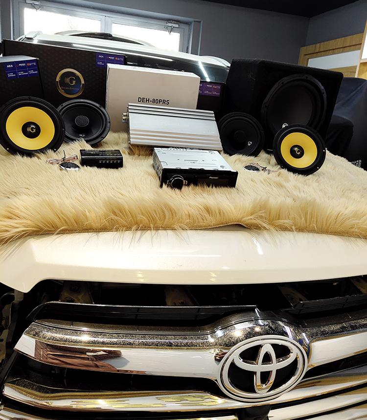 西宁汽车音响改装哪家好?西宁汉兰达汽车音响改装黄金声学,好莱坞H6