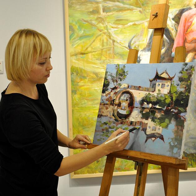 梅馆邀请俄罗斯画家参加美术馆现场教学活动