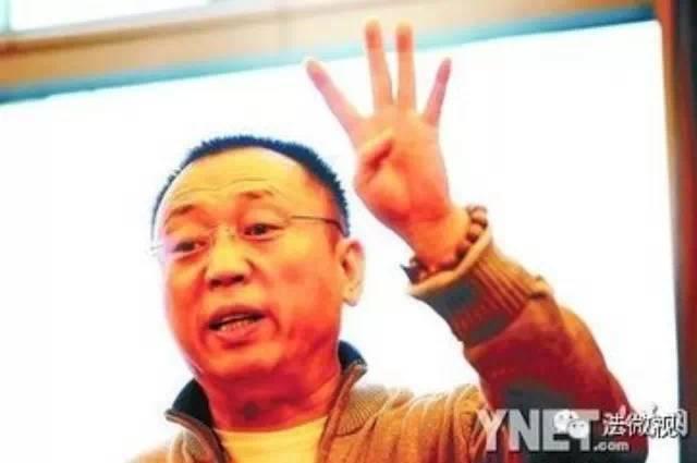 名律师李庄法庭上问警察逼供嫌犯细节(特别好看)