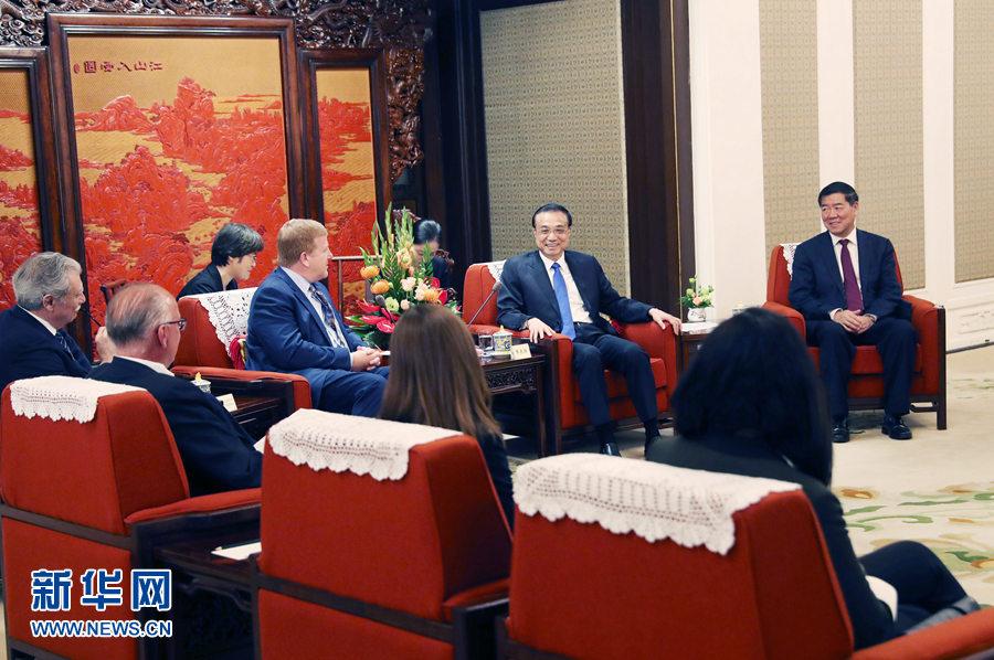 李克强会见出席中美企业家对话会的美方代表并座谈