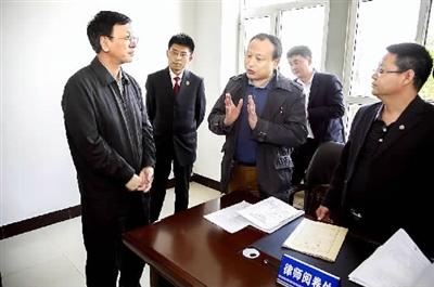 曹建明:突出检察官在司法办案中的主体地位