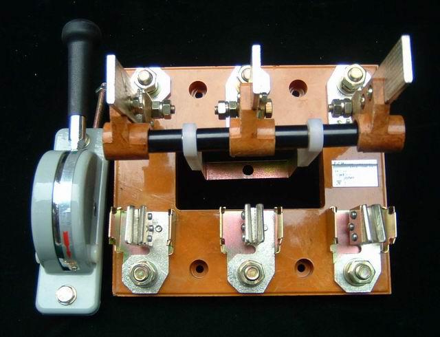 HD13B-200开启式刀开关